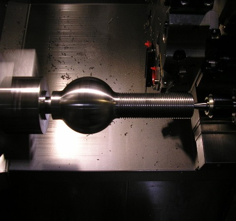 Machining a threaded part